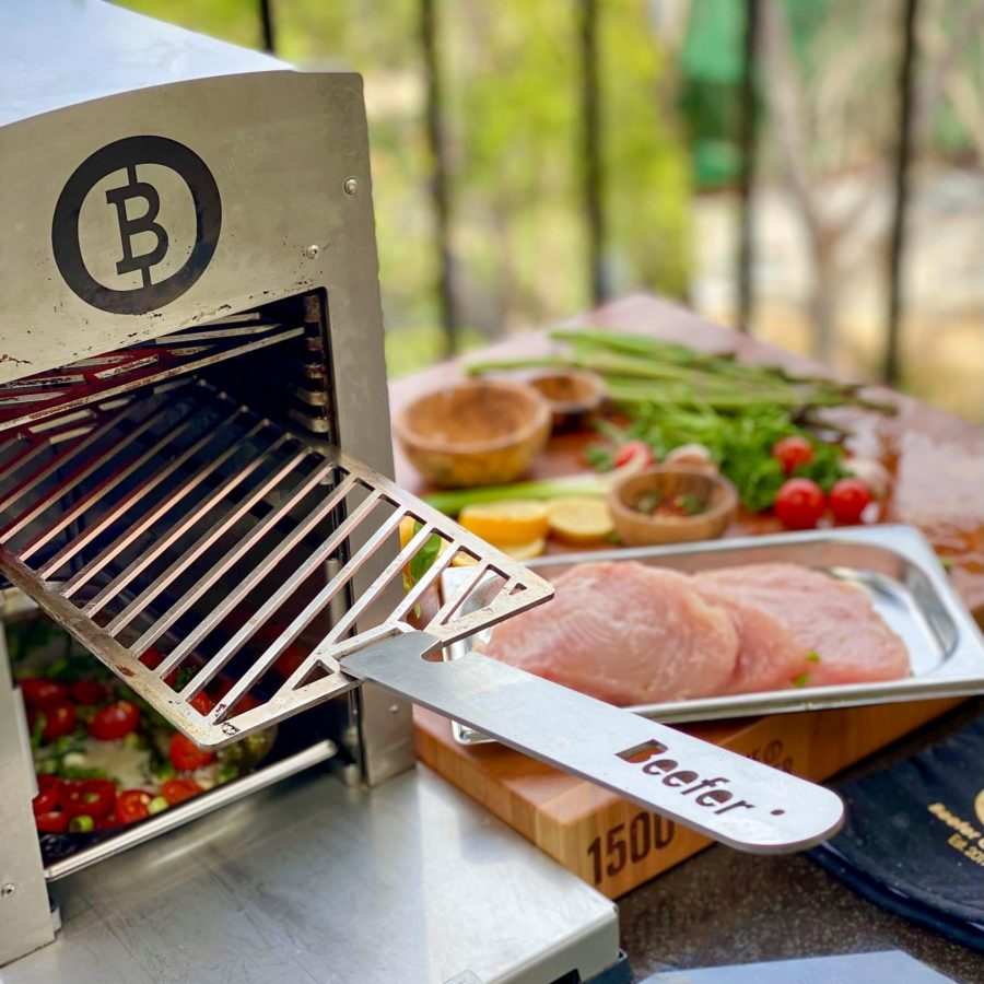 Step 3 Grill grates are hot use Beefer handle